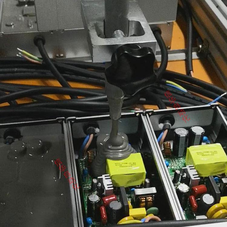 全自动电源灌胶机流水线灌胶图