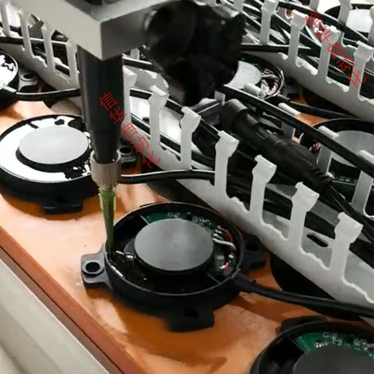 传感器灌胶机灌胶图