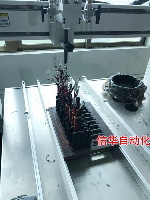 太阳能路灯控制器灌胶机