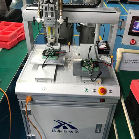 滑板车控制器自动灌胶机